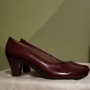 Aerosoles Shore Thing patent pumps in burgundy